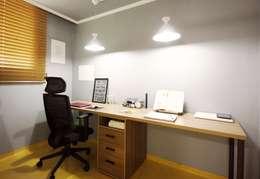 25평형 신혼집 홈 스타일링 : homelatte의  서재 & 사무실