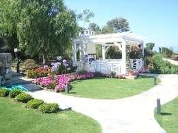 Ditto Mimarlık & Tasarım Boutique – Hebil Villa: akdeniz tarzı tarz Bahçe