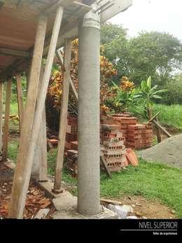 Jardines de estilo rural por NIVEL SUPERIOR taller de arquitectura