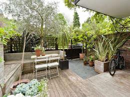 minimalistisch Balkon, veranda & terras door homify