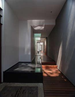 Corridor & hallway by Almazan y Arquitectos Asociados