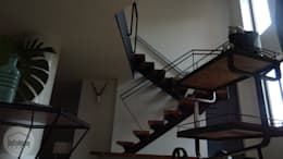 Casa del movimiento: Pasillos y vestíbulos de estilo  por DeftoHomeStudio INC