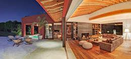 ห้องนั่งเล่น by Lopez Duplan Arquitectos