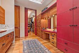 Casa JRQZ : Vestidores y closets de estilo moderno por Lopez Duplan Arquitectos