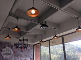 غرفة المعيشة تنفيذ DeftoHomeStudio INC