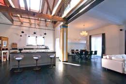 Einfamilienhaus statt Theatersaal: klassische Küche von SCHWEIKERT SCHILLING Architektur und Gestaltung
