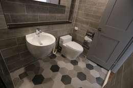 성주동 프리빌리지2차: 디자인세븐의  화장실