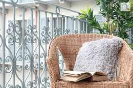 Balcones y terrazas de estilo  por Charming Home