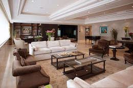 Salas de estar modernas por ARCO Arquitectura Contemporánea