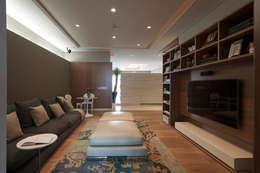 Departamento CGB : Salas multimedia de estilo moderno por ARCO Arquitectura Contemporánea