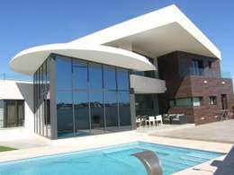 Casas de estilo mediterraneo por Estudio de Arquitectura, Interiorismo y Urbanismo José Sánchez Vélez  653 77 38 06