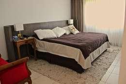 DORMITORIO PRINCIPAL 1: Dormitorios de estilo moderno por HOME UP