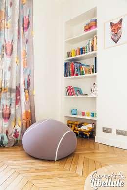 Coin lecture enfant: Chambre d'enfant de style de style Moderne par Carnets Libellule