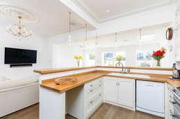 Nhà bếp by NAKED Kitchens