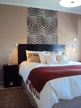 Dormitorios de estilo  por Diseñadora Lucia Casanova