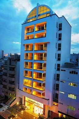 Maisons de style de style Moderne par Medina Arquitectos