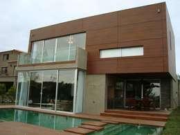 Casas de estilo moderno por Conformar S.R.L.