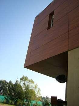 Casa C3: Casas de estilo moderno por Conformar S.R.L.