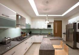 Armoni : Cocinas de estilo moderno por ARCO Arquitectura Contemporánea