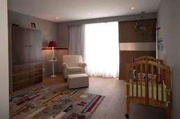 Casa LC: Recámaras infantiles de estilo moderno por ARCO Arquitectura Contemporánea