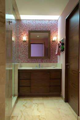 Casa LC: Baños de estilo  por ARCO Arquitectura Contemporánea