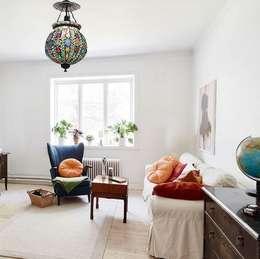 Kiran: Livings de estilo moderno por Angelo Luz + Diseño