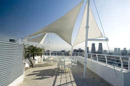 Terrazza in stile  di ARCO Arquitectura Contemporánea