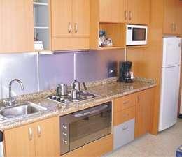 Cocinas: Cocinas de estilo moderno por Exdema Antares C.A