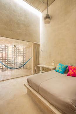 CASA GABRIELA: Recámaras de estilo moderno por TACO Taller de Arquitectura Contextual
