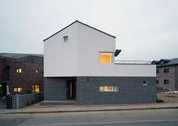 Projekty, nowoczesne Domy zaprojektowane przez IDÉEAA _ 이데아키텍츠