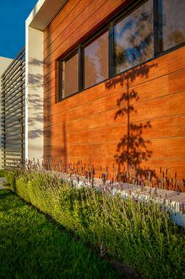 Casas de estilo moderno por Wowa