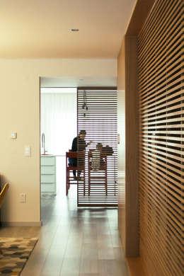 Corridor & hallway by Artspazios, arquitectos e designers