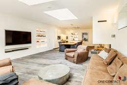 Salas multimedia de estilo moderno por ONE!CONTACT - Planungsbüro GmbH