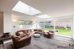 Salon de style de style Moderne par ONE!CONTACT - Planungsbüro GmbH