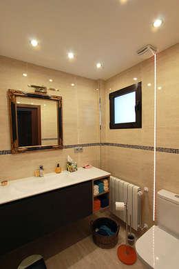 Projekty,  Łazienka zaprojektowane przez Novodeco