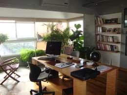 escritorio: Estudios y oficinas de estilo moderno por Hargain Oneto Arquitectas