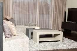 Création d'un appartement en copropriété: Salon de style de style Moderne par CSInterieur