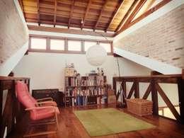 Oficinas de estilo rústico por Zani.arquitetura
