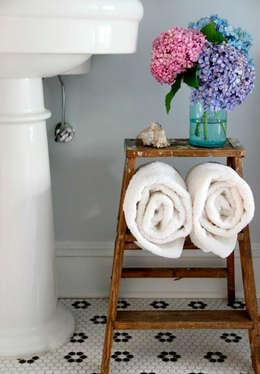 Baños de estilo moderno por Casa de Valentina