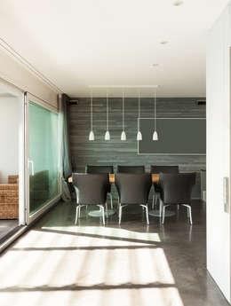 Salle à manger: Salle à manger de style de style Moderne par Deco-Daix
