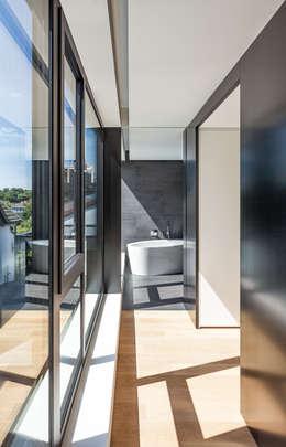 Haus H: moderne Ankleidezimmer von ZHAC / Zweering Helmus Architektur+Consulting