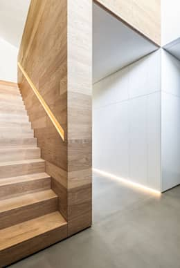 Corridor & hallway by ZHAC / Zweering Helmus Architektur+Consulting