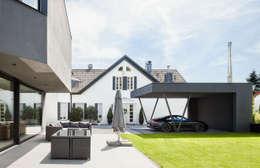 Nhà để xe/Nhà kho by ZHAC / Zweering Helmus Architektur+Consulting