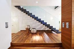 Pasillos y recibidores de estilo  por ZHAC / Zweering Helmus Architektur+Consulting