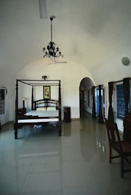 Vaulted Bedroom: mediterranean Bedroom by The White Room