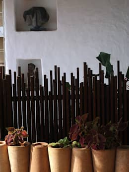 Jardines de estilo mediterraneo por The White Room