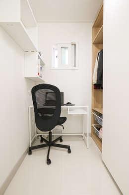 modern Study/office by 한글주택(주)