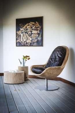 modern Living room by Riva1920