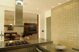 Salle à manger de style de style Moderne par A/ZERO Arquitetura