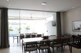 غرفة المعيشة تنفيذ A/ZERO Arquitetura